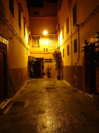 MonRiad - The entrance at night