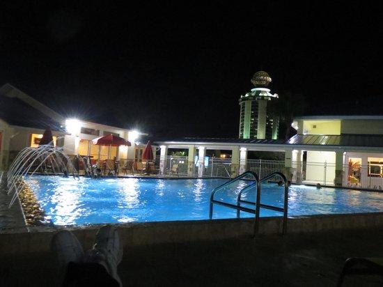 SUNSOL International Drive: Evening Poolside
