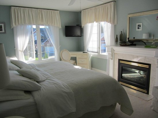 In Elegance Bed and Breakfast: The Regal Room King Ensuite