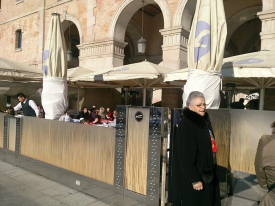 La Gavina : exterior del restaurante