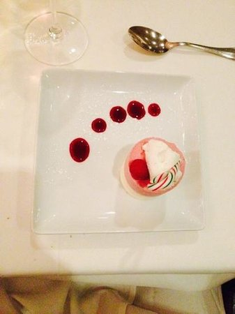 The Compound Restaurant : Dessert - Berry Whit Chocolate Mousse was Berry Good!
