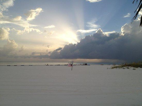 Plaza Beach Hotel - Beachfront Resort : Beautiful Sunshine!!!