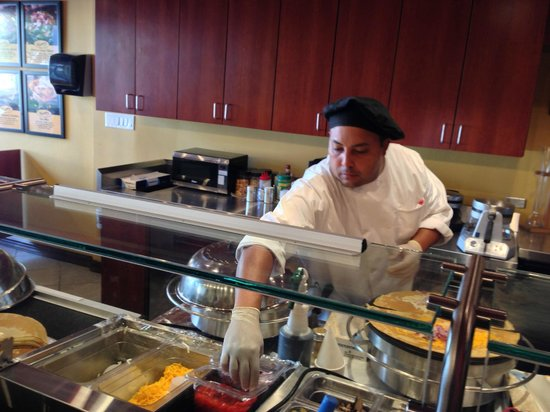 Crepemaker Condado: the chef preparing your crepe right in front of you