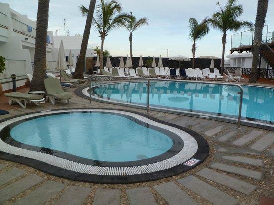 Apartamentos Fariones  Pool Area