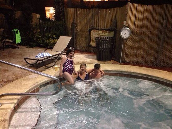 Lake Buena Vista Resort Village & Spa: Hot tub in the evening! X