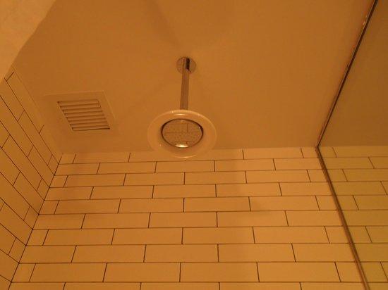 Pod 39 Hotel : Ótimo chuveiro!