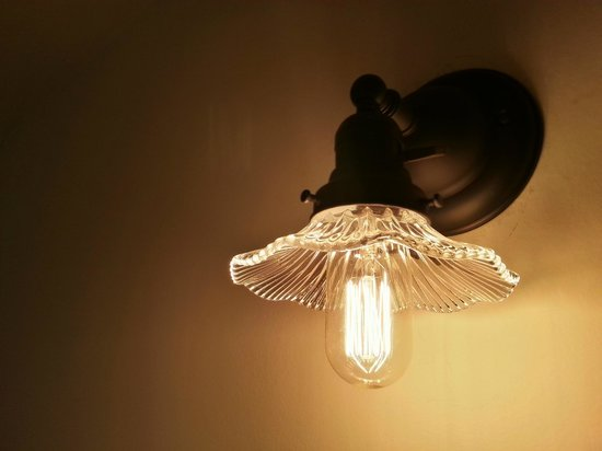 1899 Inn : Most rooms are lit with authentic or reproduction Victorian fixtures.