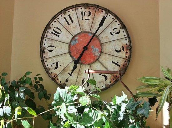 1899 Inn: Did we mention clocks?