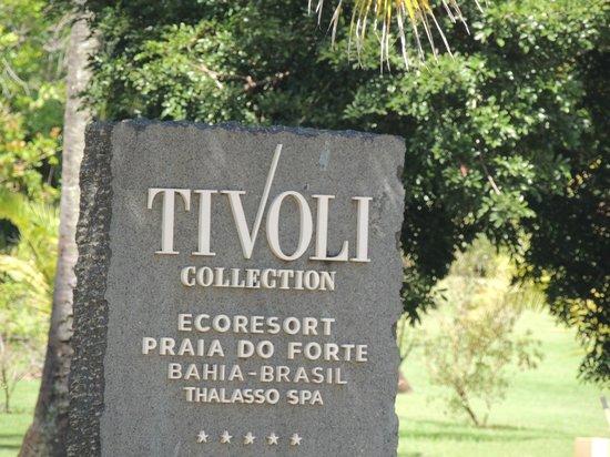 Tivoli Ecoresort Praia do Forte: Entrada, placa na frente ,na entrada da Praia do Forte!