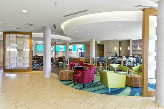 SpringHill Suites Bellingham: Stylish and Modern Lobby Area
