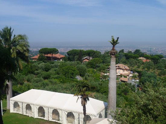 Park Hotel Villa Grazioli : View of the gardens and Rome in the distance