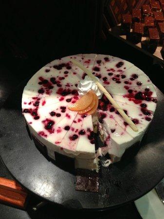 Kuredu Island Resort & Spa : Desserts at the Bonthi Restaurant