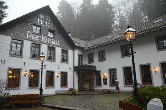 Hotel-Restaurant Perlenau: Gros plan de l'hôtel.