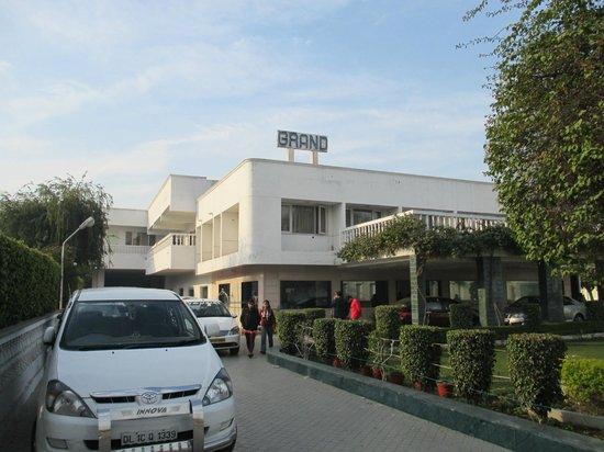 แกรนด์ โฮเต็ล: Hotel and ground