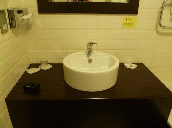 Mcgettigan's Hotel Letterkenny : Gallaghers Hotel Bathroom
