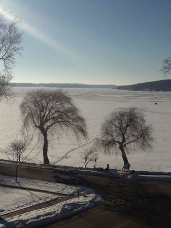 Bella Vista Suites: Lake Geneva mid winter