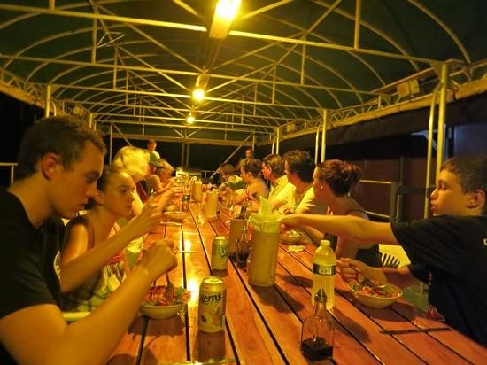 Jungle Land Panama Floating Lodge: Dinner on the floating lodge.