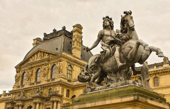 Sculptures area photo de mus e du louvre paris tripadvisor - Musee du louvre billet coupe file ...