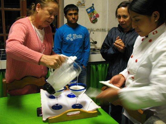 Hosteria Rumichaca: En la clase magistral de pisco sour con Irene