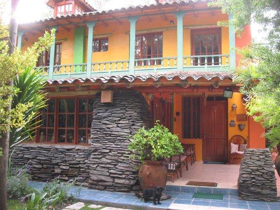 Hosteria Rumichaca: Una parte de la fachada