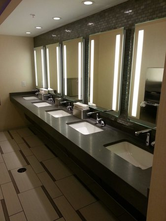 Crystal City Marriott at Reagan National Airport: Lobby bathrooms