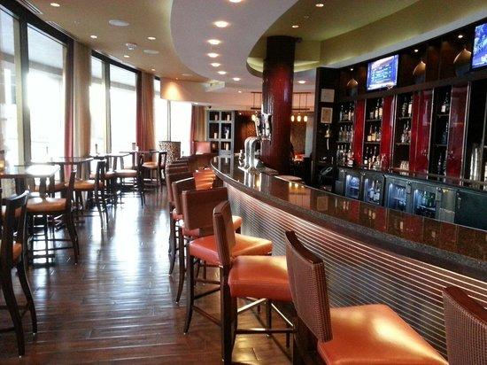 Crystal City Marriott at Reagan National Airport: Bar area. Very nice.
