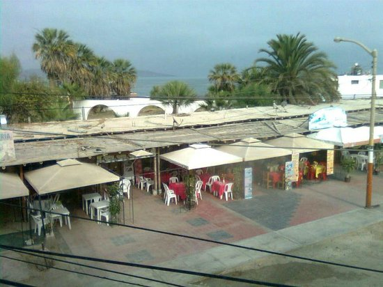 Hotel Gran Palma: View of local cafes from room 2-06