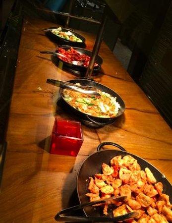 Cravings Buffet: entrees