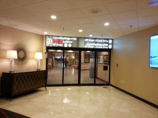 Crystal City Marriott at Reagan National Airport : Metro access underground.