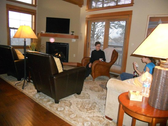 Lodges at Cannon Beach: Living Area