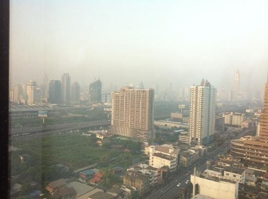Grand Mercure Bangkok Fortune: view of Bangkok city from my room on 25th FL