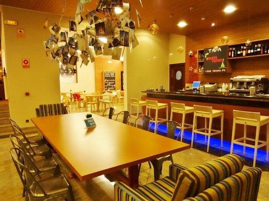 Tryp Santiago: ホテル内のカフェ