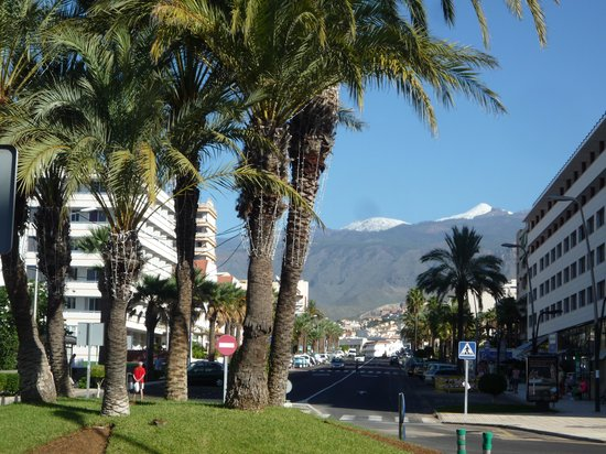 Cleopatra Palace Hotel : View of Mount Teide with snow peak from the side of the hotel