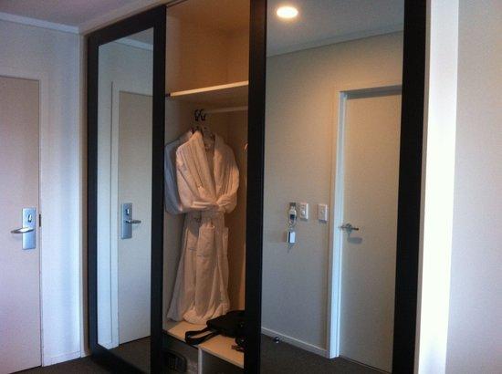 Hotel on Devonport: Wardrobe
