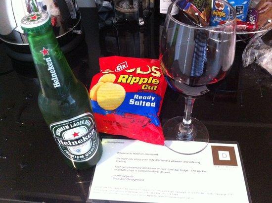 Hotel on Devonport: Complimentary drinks & chips 👍