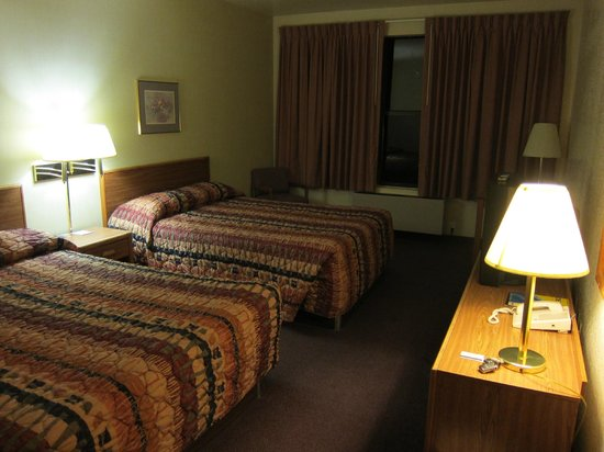 Motel 6 Richfield: Big, comfortable room with two queen size beds