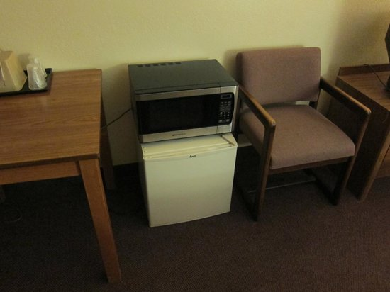Motel 6 Richfield: Fridge, Microwave