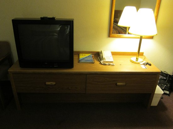 Motel 6 Richfield: TV, desk