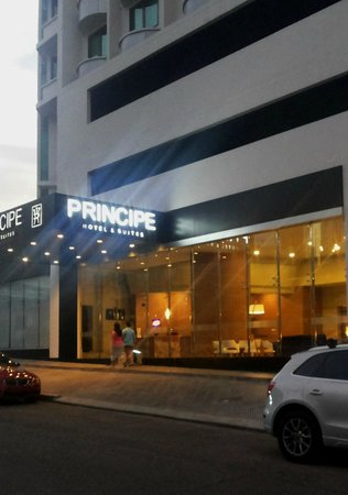 Hotel Principe & Suites : Entrada Principal, lobby.