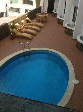 Hotel Principe & Suites : Pileta.