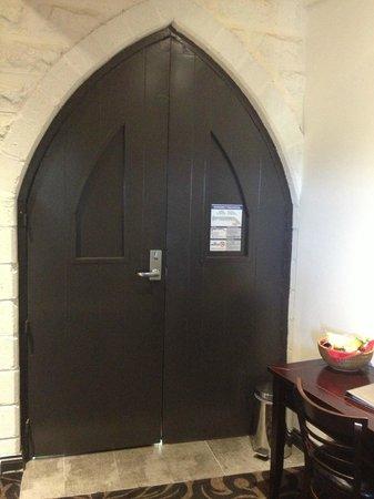Kryal Castle Suites: Kryal Castle Medieval-Themed Entrance To Hotel Room
