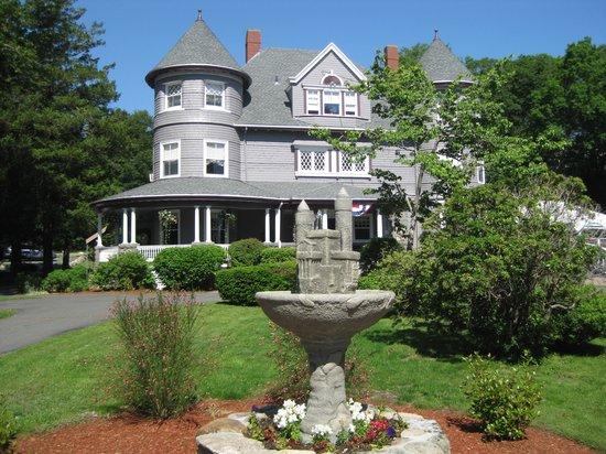 The Castle Manor Inn: Entrance Island