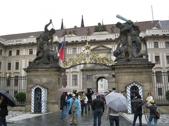 Château de Prague : Entrada principal del Castillo de Praga
