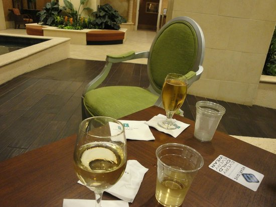 Embassy Suites by Hilton Tampa - Downtown Convention Center : happy hour offerings