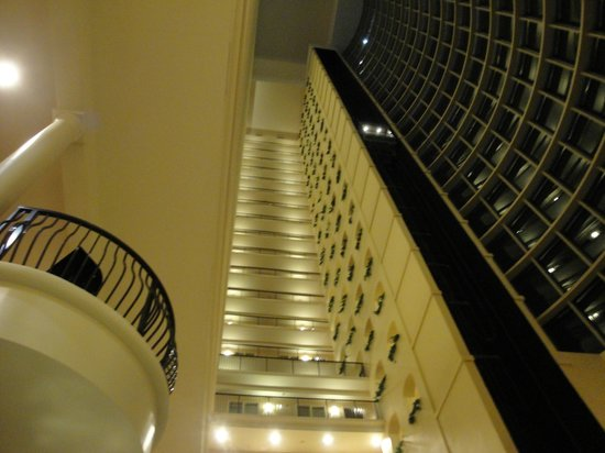 Embassy Suites by Hilton Tampa - Downtown Convention Center : atrium