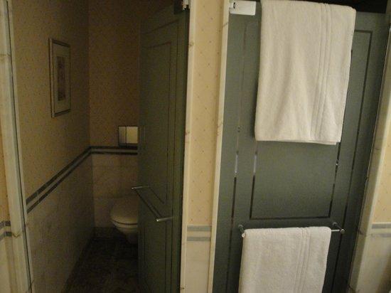 InterContinental Frankfurt: toilet area