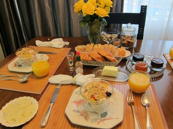 Garden Cottage B & B: healthy delicious breakfast