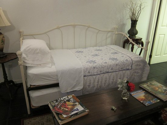 Garden Cottage B & B: extra bed