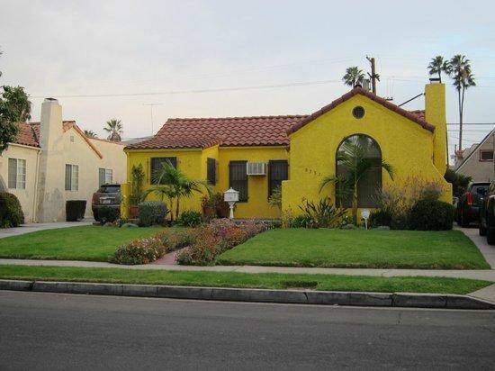 Garden Cottage B & B: street scene