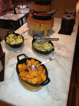 Hyatt Regency Waikiki Resort & Spa : Regency Lounge - Healthy Veggies